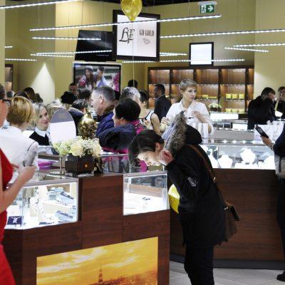 Компания «Укрзолото» открыла второй магазин в Польше (фоторепортаж)