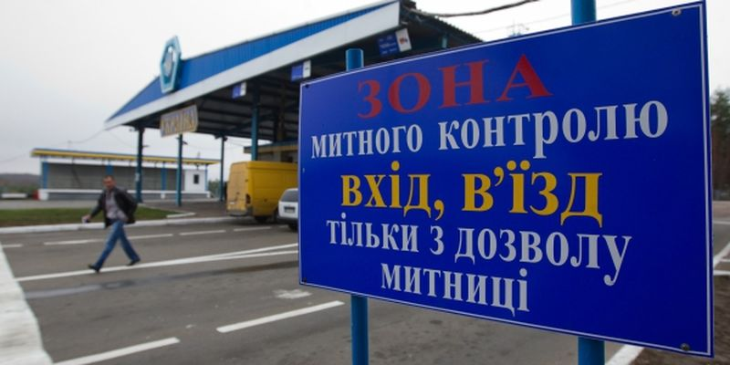 The Senkovka checkpoint in Chernihiv region stands at the cross of borders of three countries: Ukraine, Russia, and Belarus.