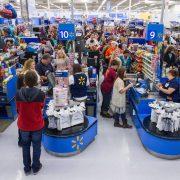WalMart увеличил чистую прибыль и повысил годовой прогноз