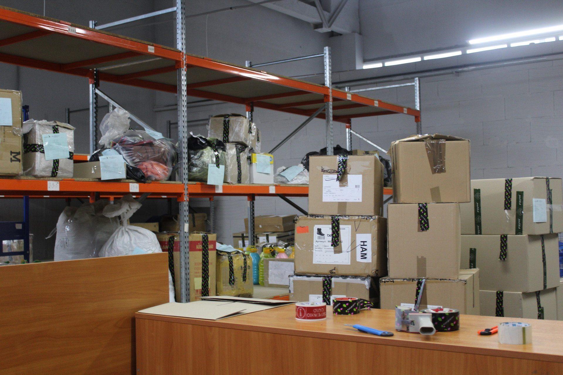 На коробках с образцами указана компания-поставщик, а также информация о  товаре и его количестве. ccc0c318a4a