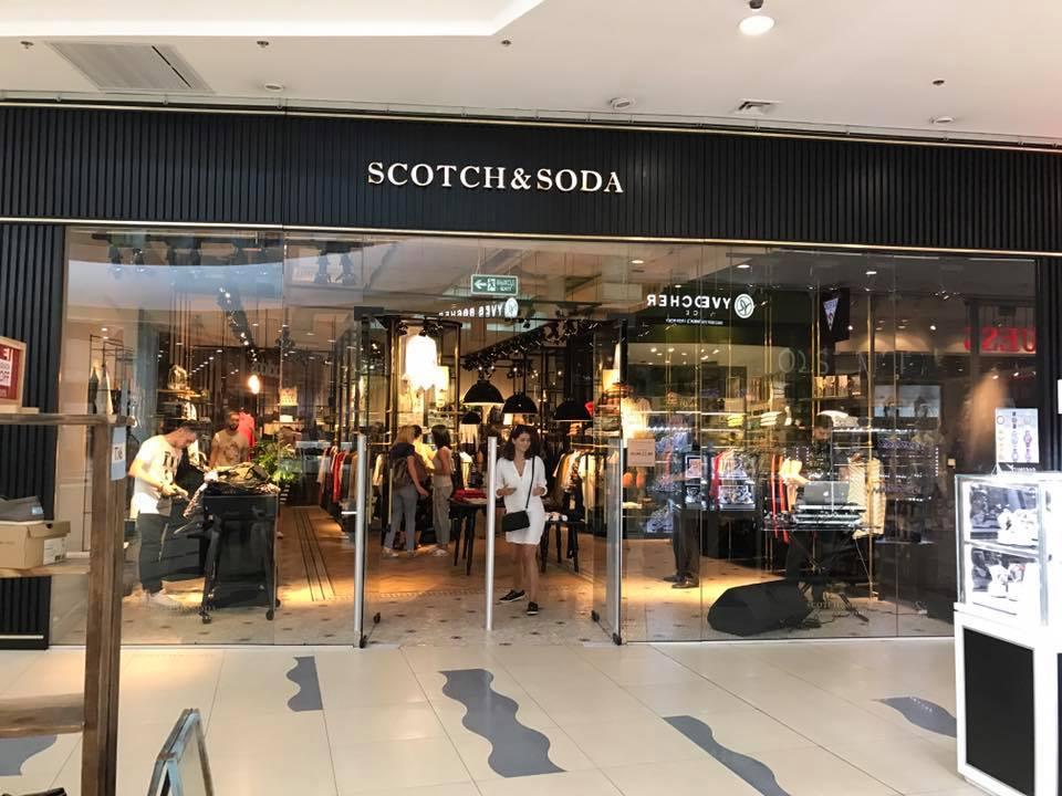 df6d83e8e008 Scotch Soda специализируется на выпуске молодежной мужской и женской, а  также джинсовой одежды. Компания была основана в 1985 году в Амстердаме. С  2011 года ...