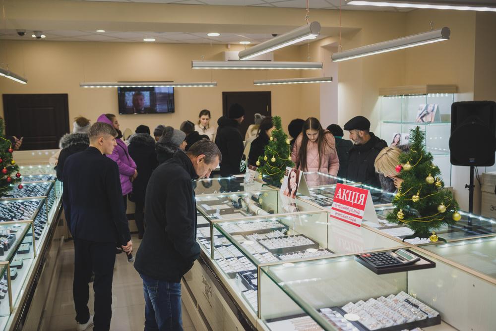 300-й магазин Золотий Вік урочисто відкрився в День Святого Миколая e23ea9ccacb10