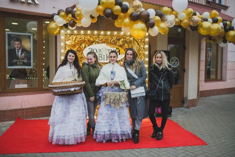 300-й магазин Золотий Вік урочисто відкрився в День Святого Миколая ... 7fda1dfe4d5f9
