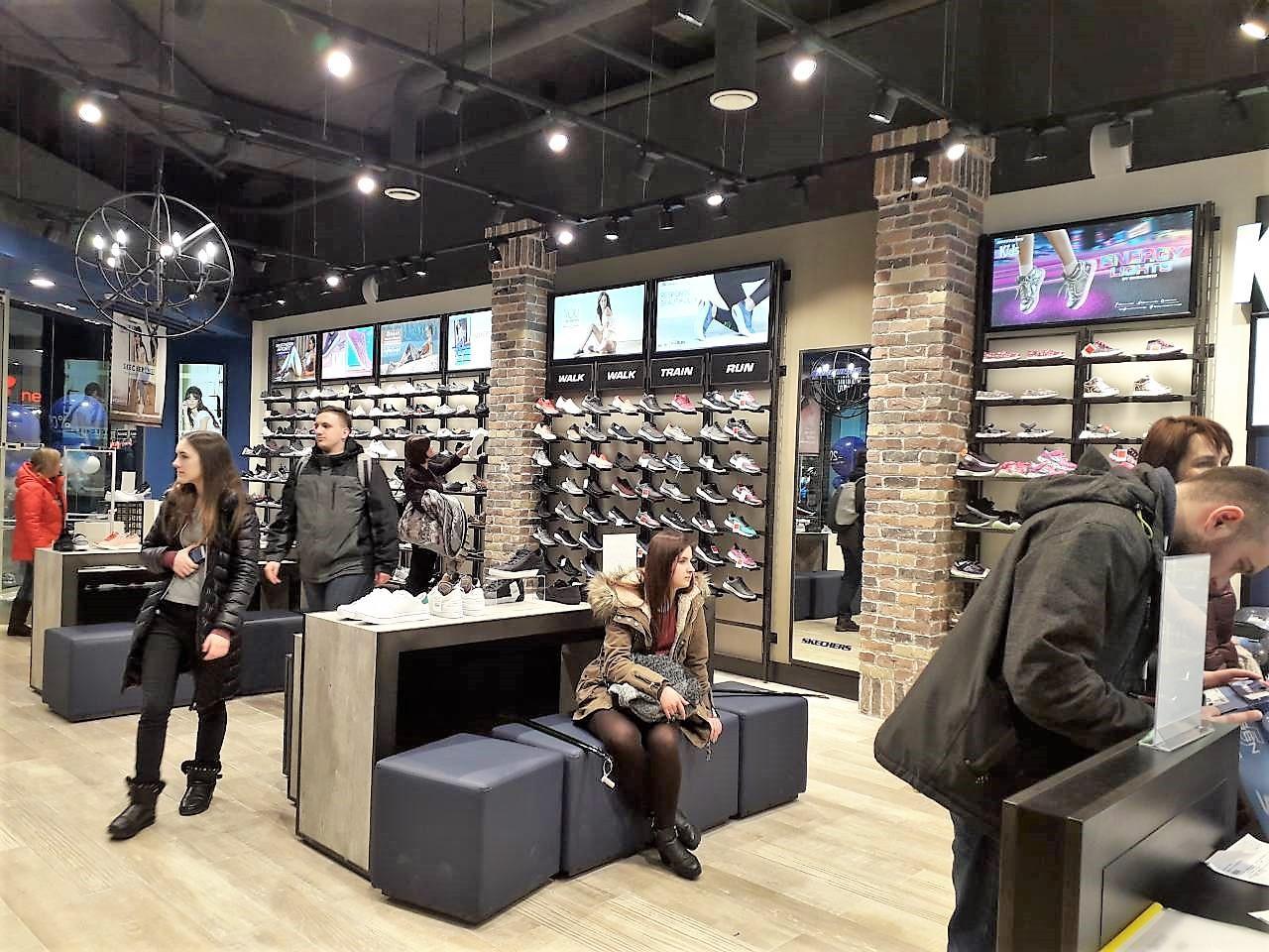 Intertop Ukraine розвиває мережі одягу та взуття з 1994 року. Зараз під  управлінням групи знаходиться вже 13 fashion-мереж під різними брендами 1f57b0cf75426