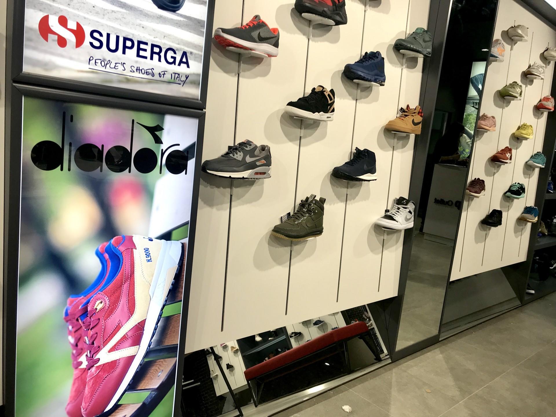 4c55de55296a8c SuperStep – міжнародна мережа взуттєвих мультибрендових магазинів сегмента  sport-casual і lifestyle, створена в 2012 ...