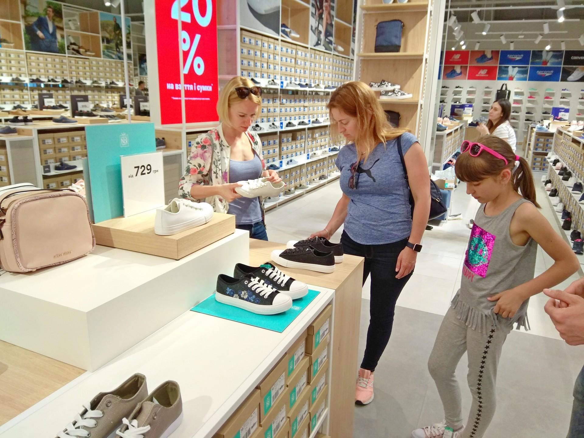 Польский обувной бренд CCC открыл в Киеве первый премиальный магазин ... 366e7af3f3380