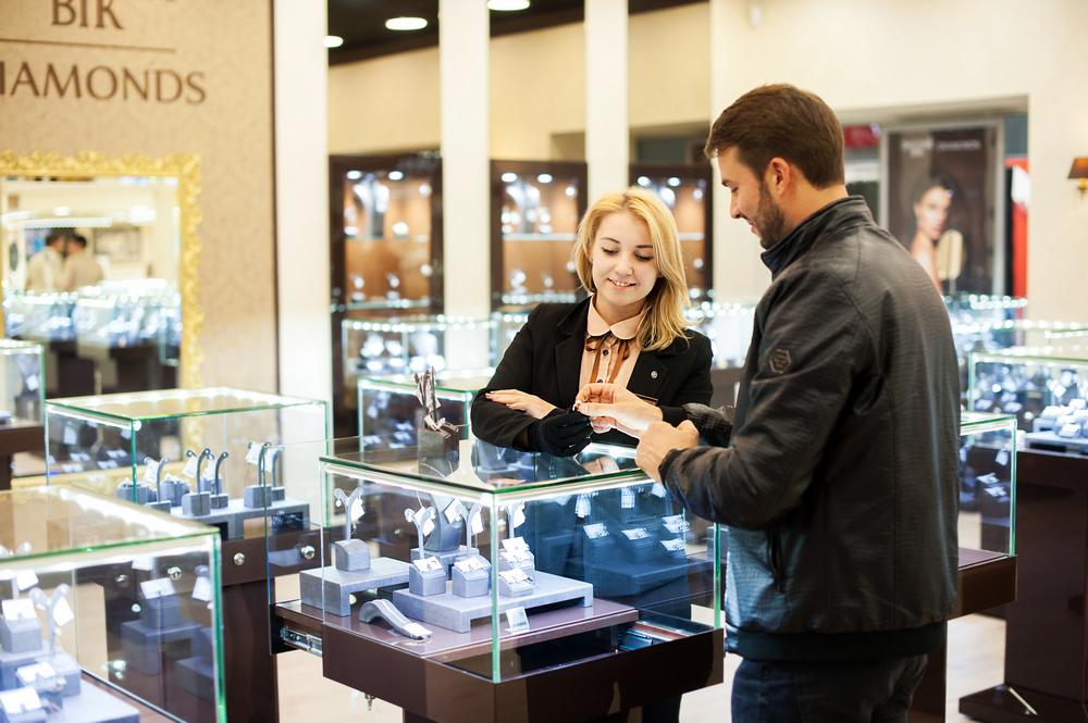 Золотий Вік впроваджує новий формат ювелірних магазинів (фотоогляд) b2ff57a337cc4