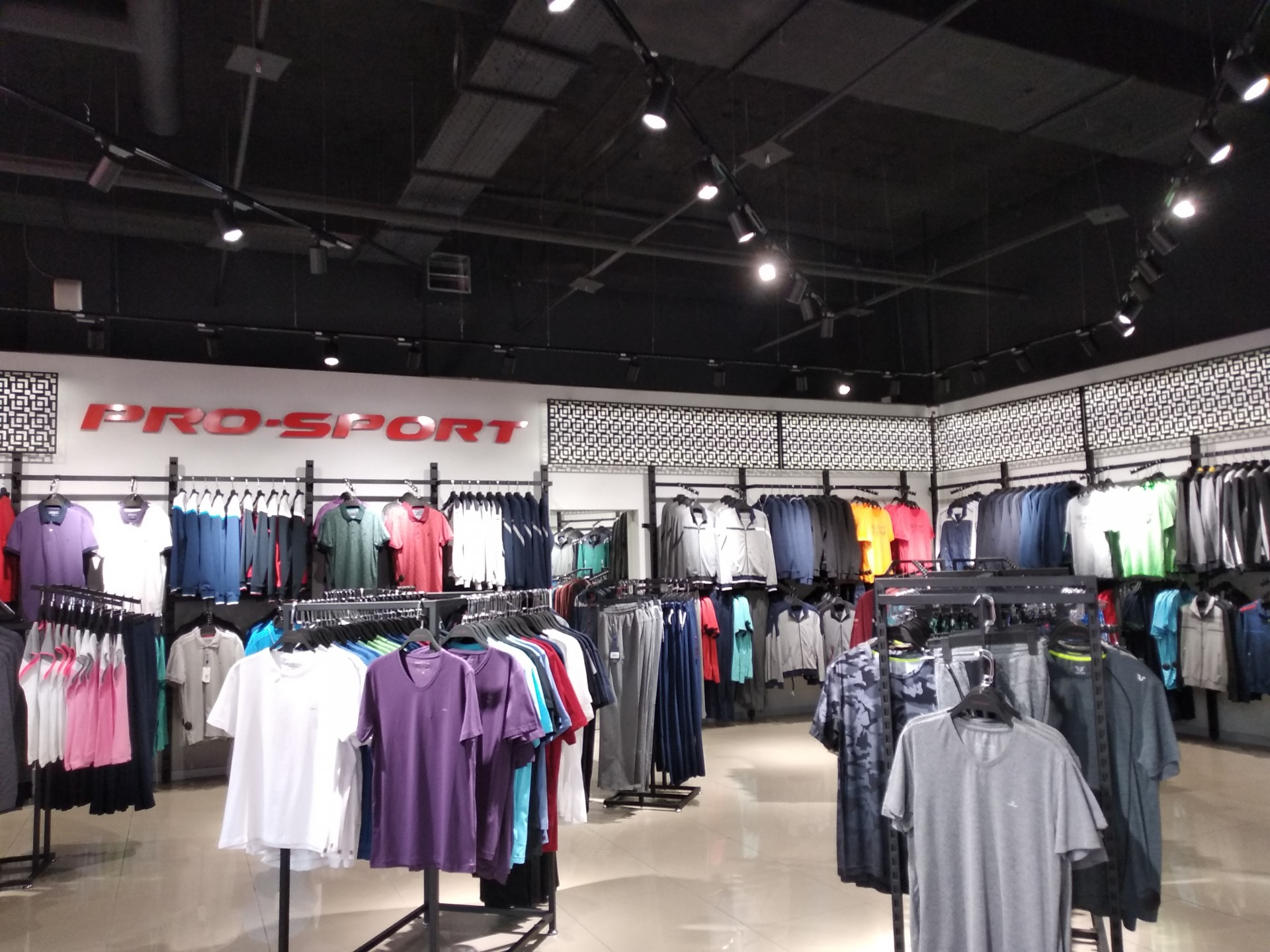 3557551eadb135 Новий магазин доповнив спортивну платформу в ТРК Проспект, в яку також  входять такі торгові мережі як Марафон, Puma і New Balance.