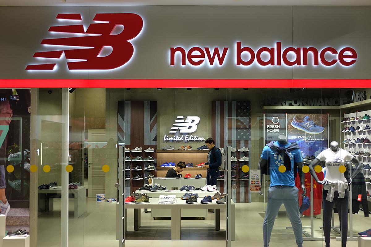 64b2462244fa85 ... з найпопулярніших в світі спортивних брендів – американський мільярдер  Джим Девіс – придбав компанію в 1972 році. В Україні мережу магазинів New  Balance ...
