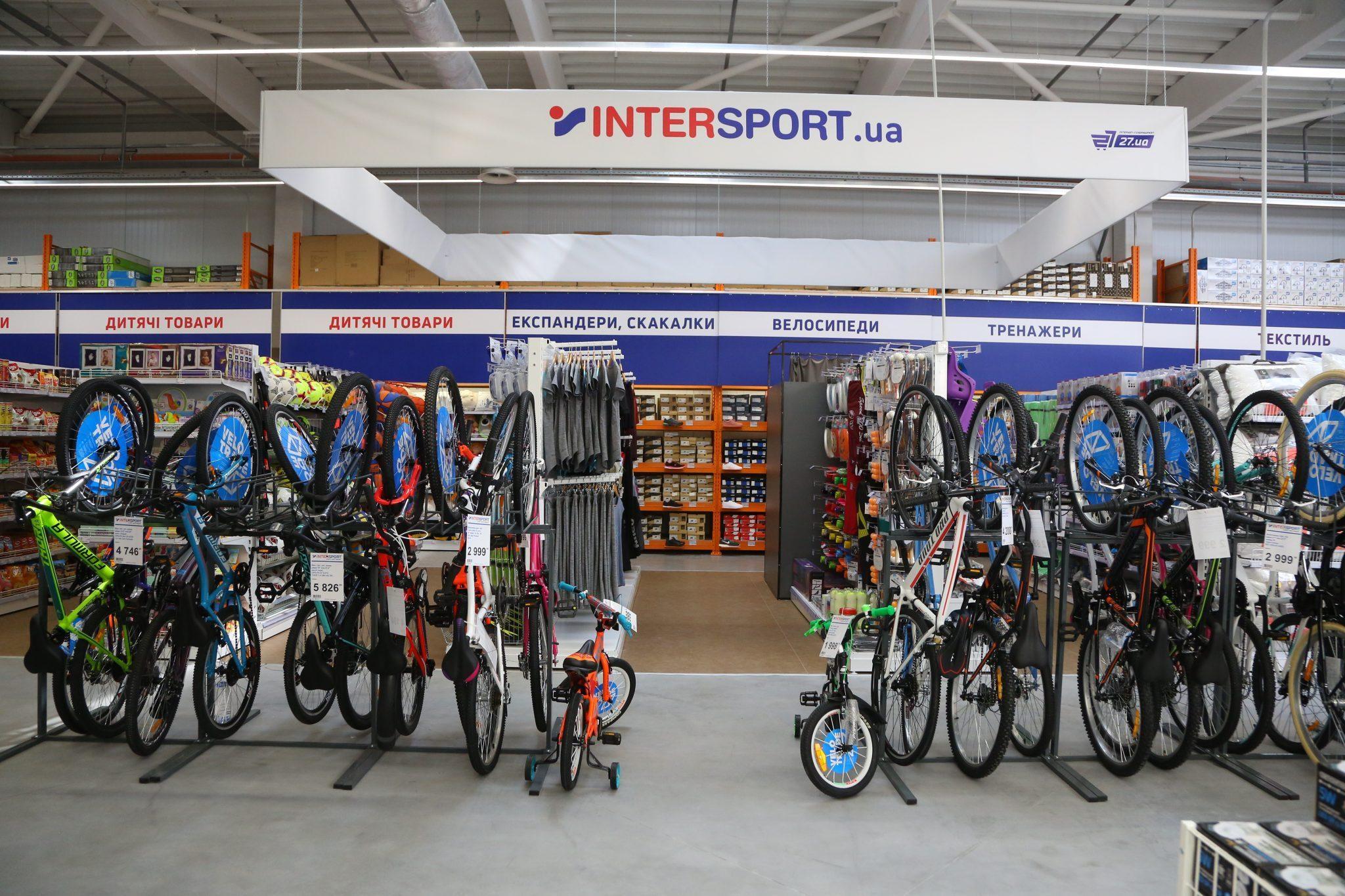 b4bd4b2149e573 Особливістю торгового центру у Дрогобичі став новий магазин Intersport,  який вперше відкривається у малому форматі.