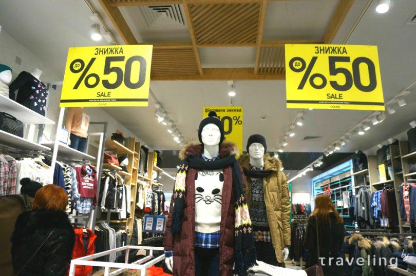 Плохая погода: теплая зима заморозила продажи украинских магазинов одежды и обуви