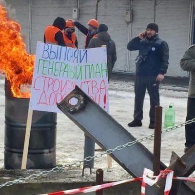 Столкновения в Харькове у рынка Барабашово: слышны взрывы, горела стела (видео)