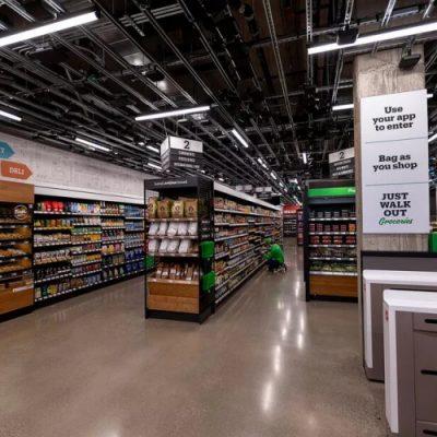 Amazon открыл магазин без персонала и касс в новом формате, и использует роботов для выдачи онлайн-заказов