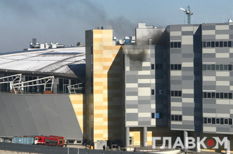 (ОНОВЛЕНО) Новий форс-мажор: у Києві задимлення у ТРЦ River Mall