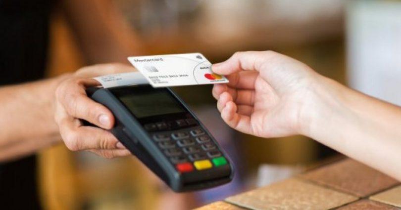 ПриватБанк запускает сервис «Наличные на кассе» в магазинах Сільпо, Фора и Varus