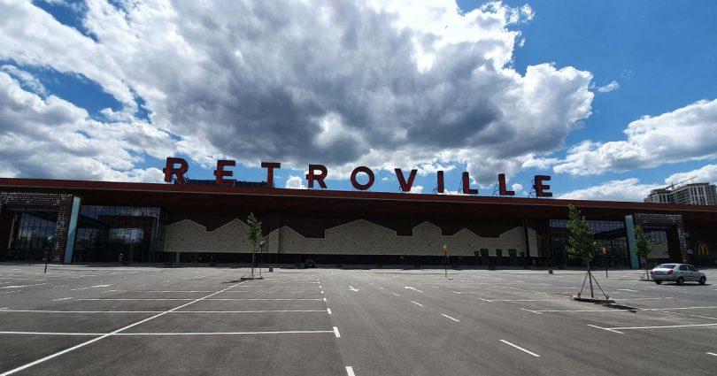 Місто на Виноградарі: як виглядає ТРЦ Retroville за тиждень до відкриття (фоторепортаж)