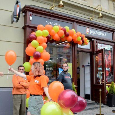 Два в одному: мережа Рукавичка відкрила два нові магазини в один день (+фото)