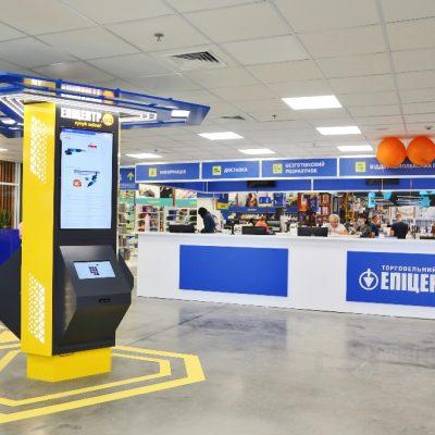 Краще за Amazon: Епіцентр відкрив автоматизовані центри видачі з кафе та роботизованим обладнанням