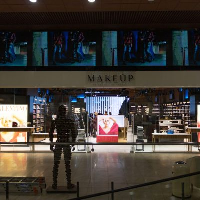 Вышли из Сети: как выглядит первый офлайн-магазин Makeup (фотообзор)