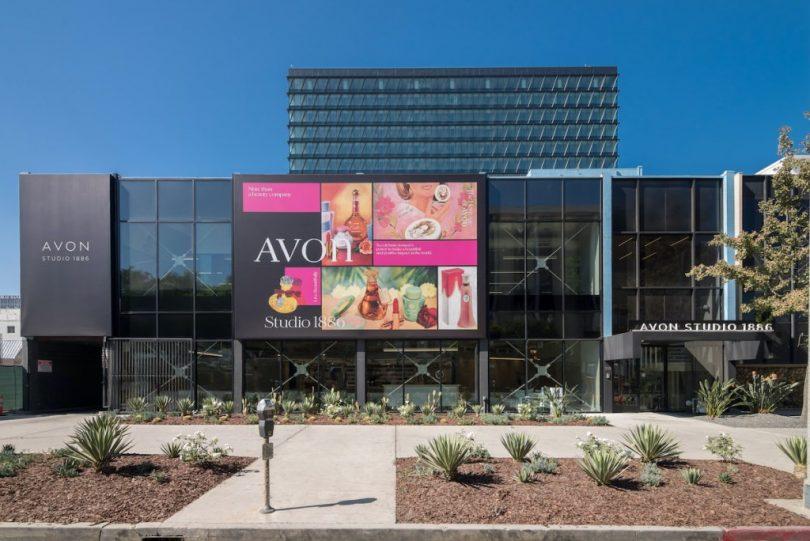 """Перший фізичний: компанія Avon відкрила свій перший """"цегляний"""" супермаркет"""